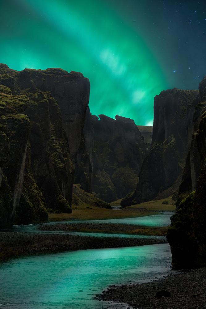 Image of   Aurora Cliffs af Mikkel Beiter