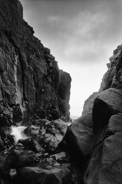 Image of   Mellem klipper af Peter M Madsen
