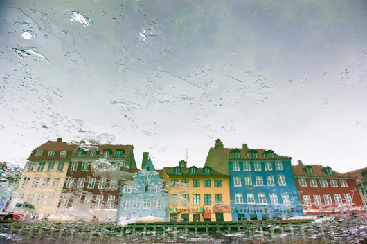Image of   Reflection in Copenhagen af Julie Aucoin