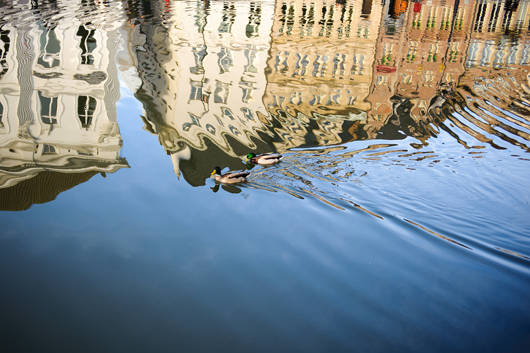 Image of   Reflection in Ghent af Julie Aucoin