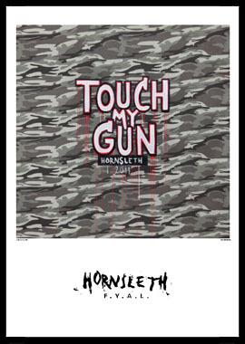 Touch my gun af Hornsleth, Print i glas og ramme, 50×70 cm