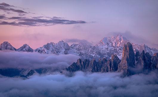 Image of   Rugged Peaks af Mikkel Beiter